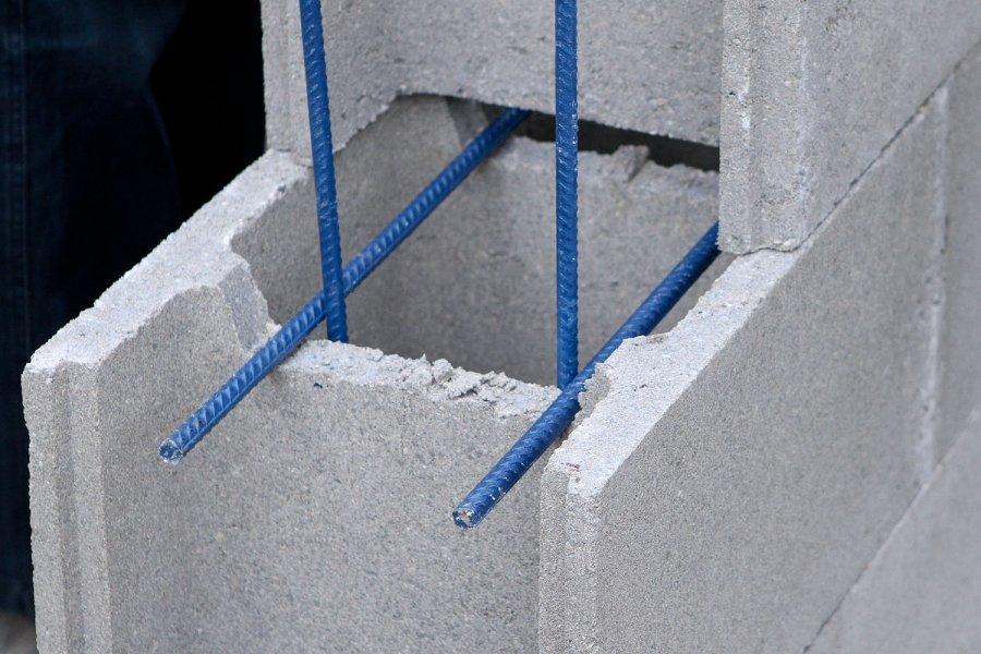 Nuo praėjusių metų lapkričio žymiai augančios statybinių medžiagų kainos dalį gyventojų verčia perdėlioti savo planus.